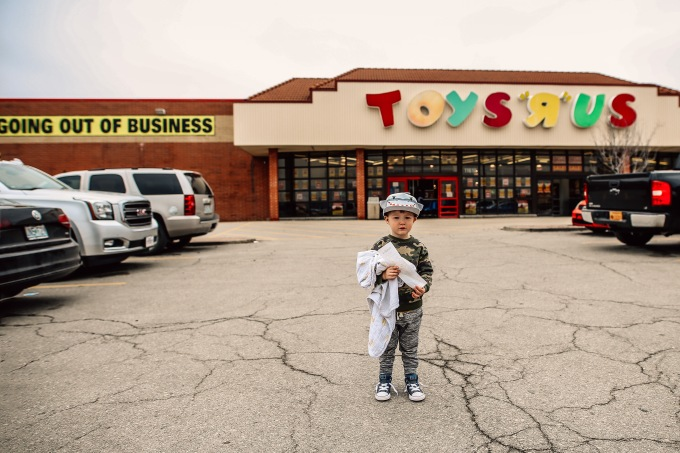Toys R Us Kansas City Family Photography Child Store