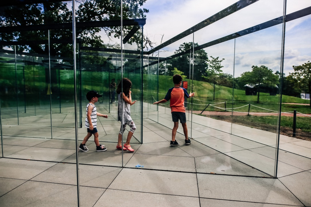 Kansas City Family Photography Nelson Atkins Art Museum Kids Reflection Glass Maze