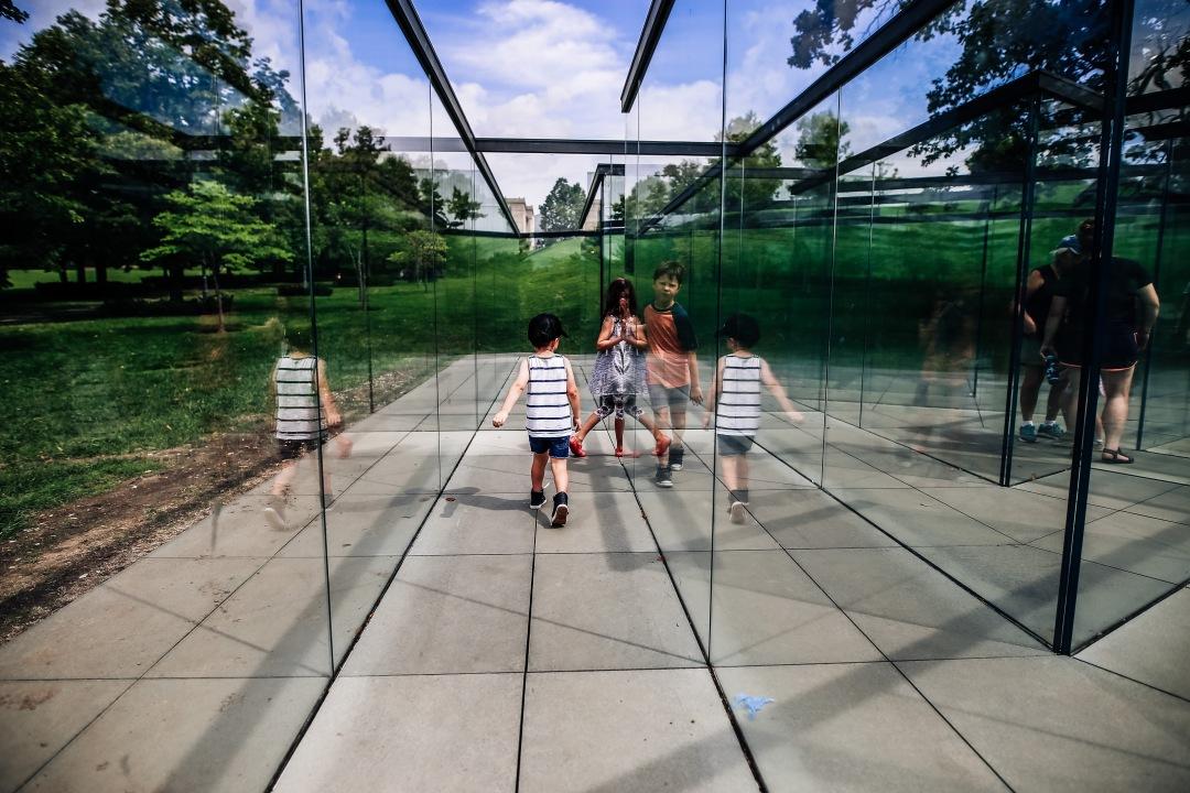 Kansas City Family Photography Nelson Atkins Art Museum Kids Reflection Glass Maze