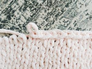 large chunky knit blanket DIY tutorial