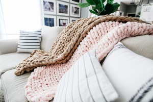 large chunky knit blanket DIY tutorial