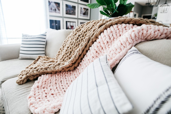 Diy Chunky Knit Blanket Tutorial Courtney Macaire
